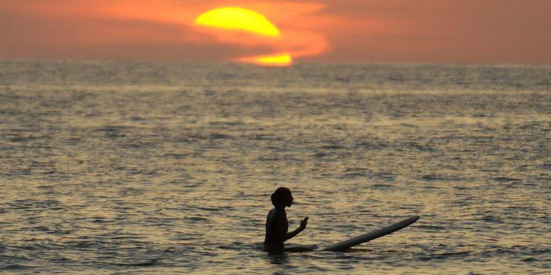 серфинг на рассвете